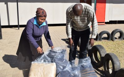 Cyril Ramaphosa Foundation hands over 100 blankets for Mandela Day