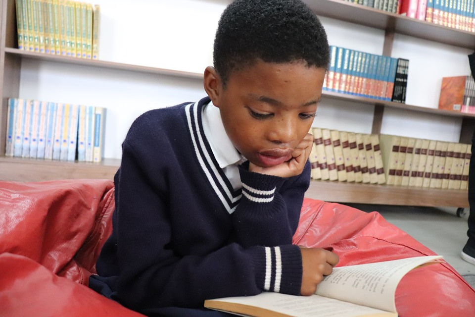 KST develops libraries in National Book Week